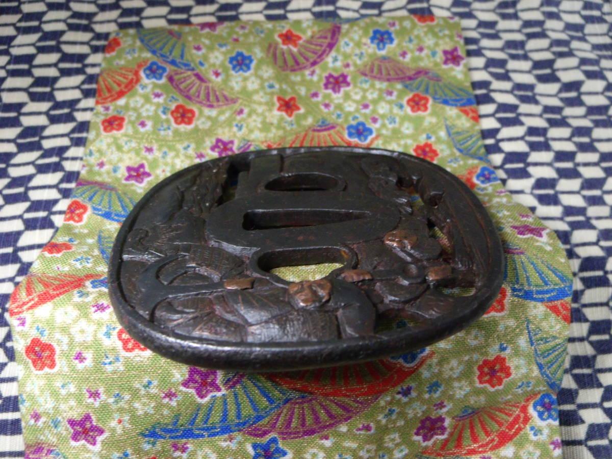 【最終値下げ】高肉彫りの鉄鍔 無銘 銅、真鍮象嵌 鉄地 鍔 鐔 刀装具 時代 武具_画像5