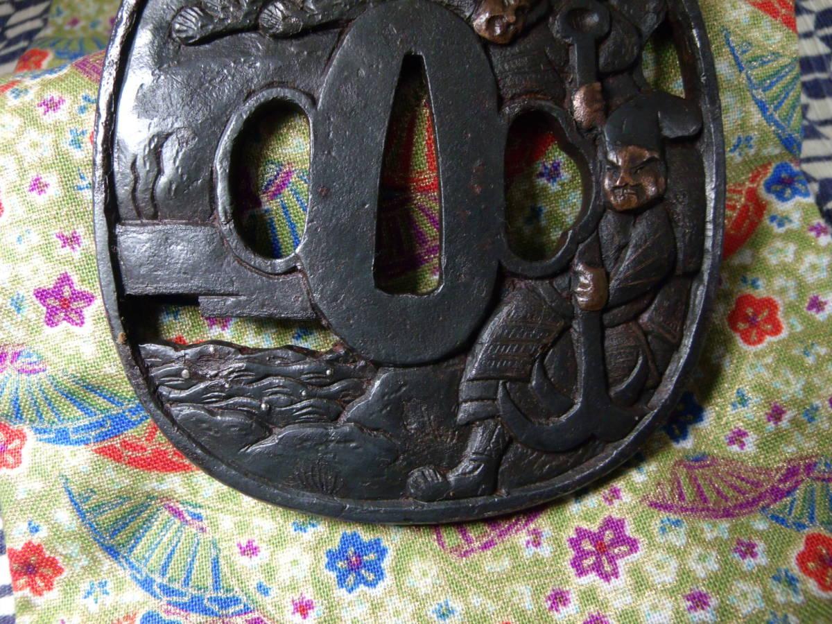 【最終値下げ】高肉彫りの鉄鍔 無銘 銅、真鍮象嵌 鉄地 鍔 鐔 刀装具 時代 武具_画像6