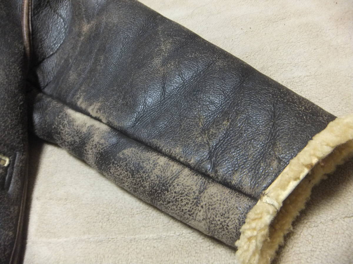旧リアルマッコイズ D-1 フライトジャケット Sサイズ ムートン 初期型 ニュージーランド製 中古美品_左袖 ムートン擦れ