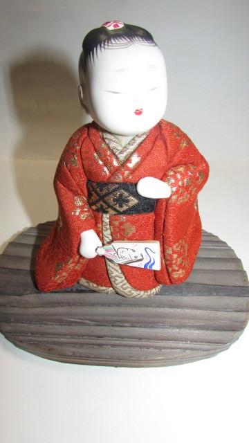 (旧家・蔵出し)(古い味わいのある作家物・萌春作・羽子板を持つ女の子木目込み人形)貴重・珍品_画像3
