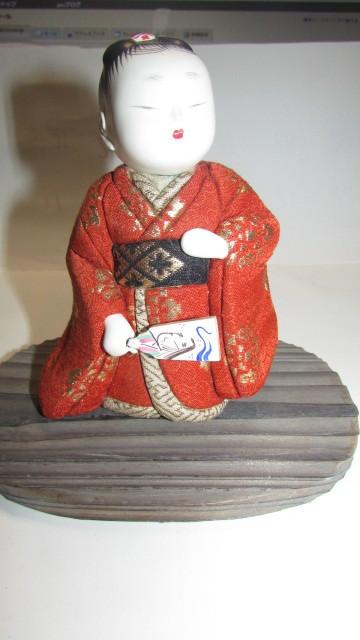 (旧家・蔵出し)(古い味わいのある作家物・萌春作・羽子板を持つ女の子木目込み人形)貴重・珍品_画像2