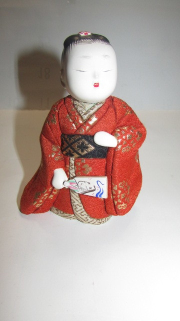 (旧家・蔵出し)(古い味わいのある作家物・萌春作・羽子板を持つ女の子木目込み人形)貴重・珍品_画像4