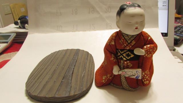 (旧家・蔵出し)(古い味わいのある作家物・萌春作・羽子板を持つ女の子木目込み人形)貴重・珍品_画像8