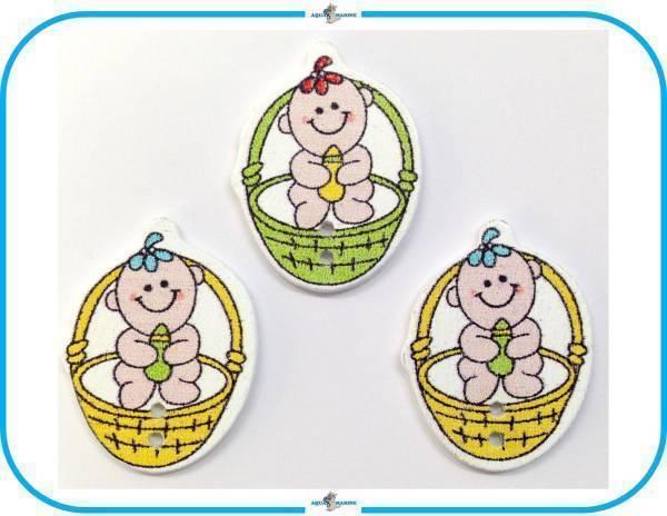E92 ウッドボタン 木製 ベビー Baby 赤ちゃん デザイン イエロー グリーン 3個 2ホール ハンドメイド 材料 服飾裁縫 素材 手芸飾り パーツ_画像1