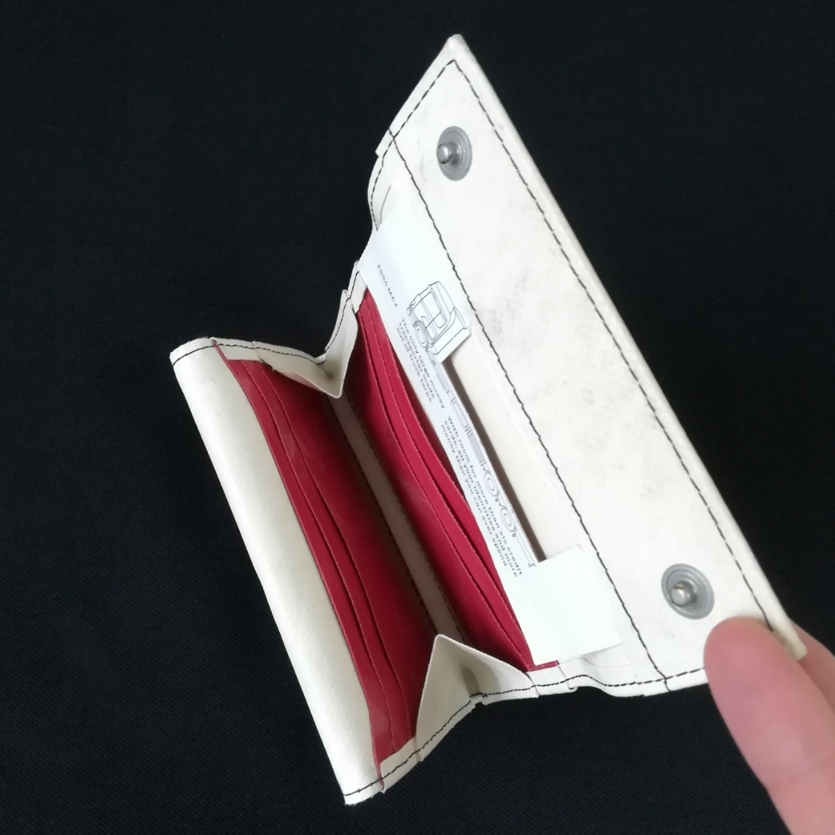 17b33d102350 代購代標第一品牌- 樂淘letao - 新品フライターグF554 MAX クリーム×レッド財布FREITAG ミディアムサイズ財布WALLET M