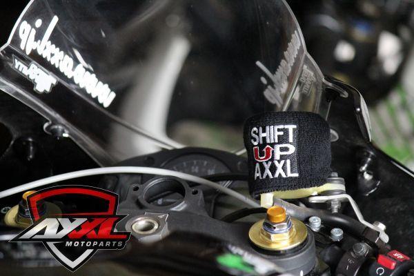 AxxL社 ブレーキリザーバー タンクカバー トライアンフ TRIUMPH DAYTONA 675 デイトナ ストリートトリプル スピードトリプル 675R 1050(1)_画像4