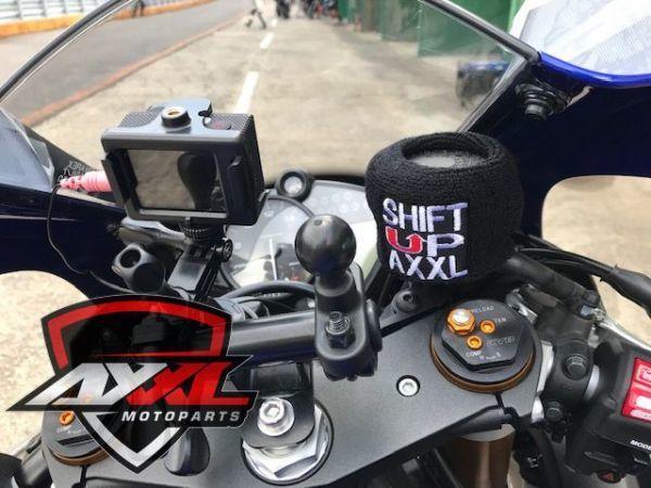 AxxL社 ブレーキリザーバー タンクカバー トライアンフ TRIUMPH DAYTONA 675 デイトナ ストリートトリプル スピードトリプル 675R 1050(1)_画像8