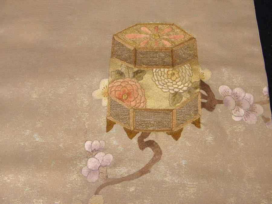 【帯喜楽】タ2-23●九寸名古屋帯●薄ベージュに箔と刺繍の梅に桶_画像5