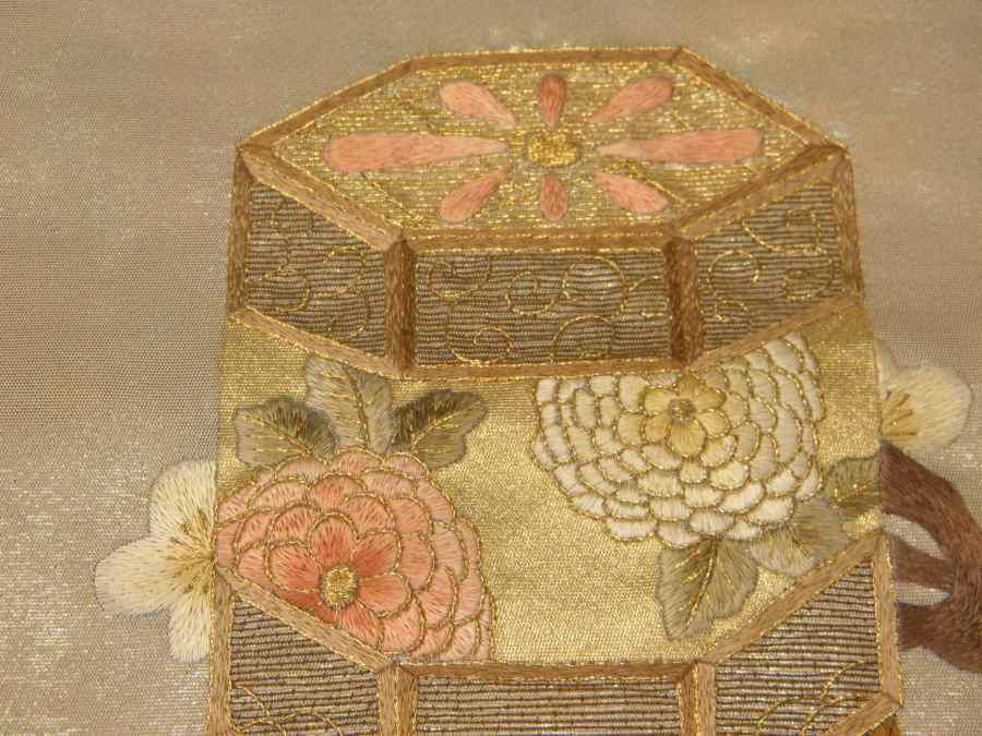 【帯喜楽】タ2-23●九寸名古屋帯●薄ベージュに箔と刺繍の梅に桶_画像6