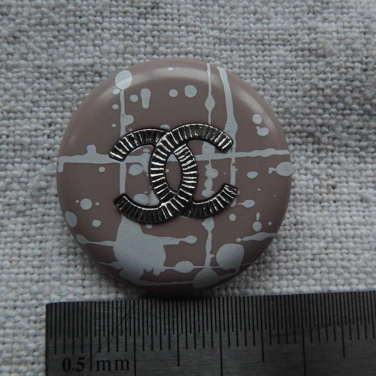 シャネルボタン 2.7cm ピンクベージュx白 メタル CC 1個_画像2