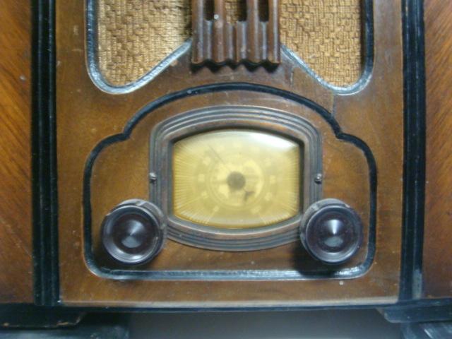 「津軽の旧家」 昭和レトロ 縦型4球真空管ラジオ インテリアに・・ 格安!_画像5