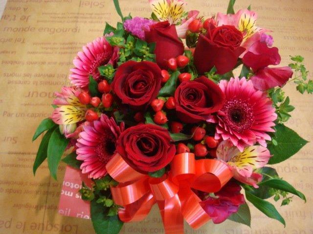 NEW ☆彡送料0円☆彡バラ&季節のお花 バスケット・アレンジ2/1着~12/31着 リボンラッピングメッセージ付 R