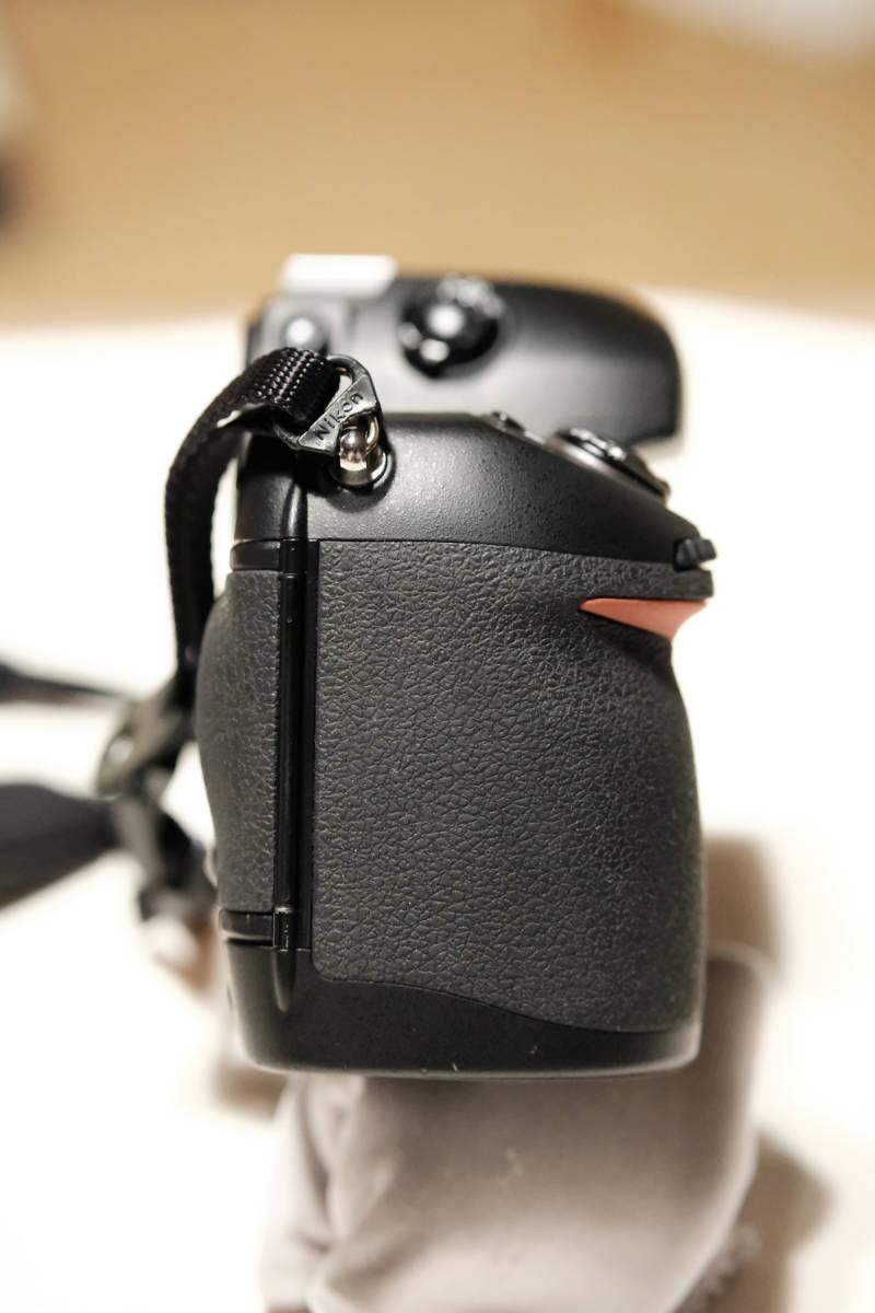 ニコン F6(製造番号 3万台)美品 + SB800 ... オマケでDOMKEストラップ、方眼スクリーンと標準スクリーン付き _画像8