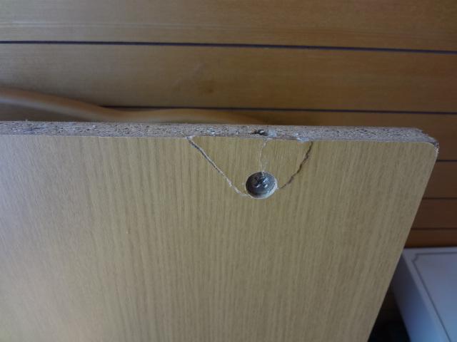 足元の隠れた部分の板材が剥がれ補修済み
