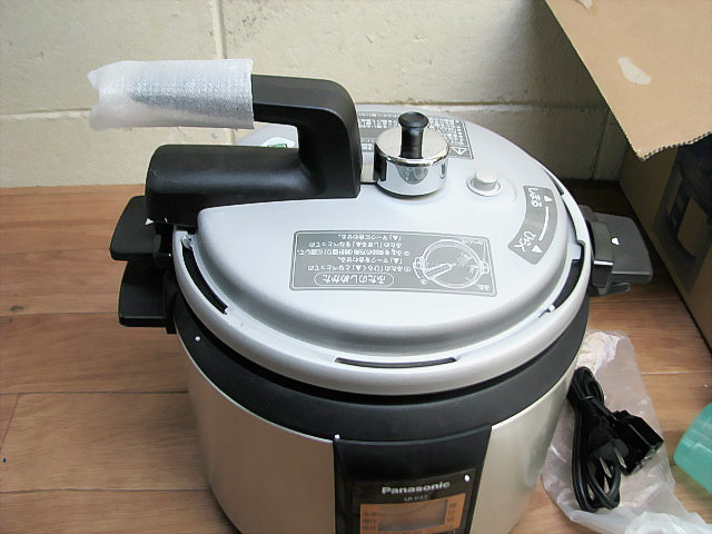 未使用品☆Panasonic パナソニック マイコン電気圧力なべ SR-P37-N_画像2