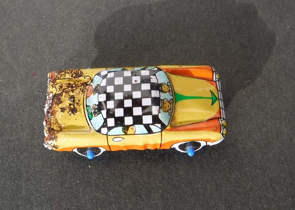 小さく懐か しい日本製ブリキのオモチャ自動車キャラクター昭和レトロ玩具スタントカー車タクシー営業車ミニカージャンクです。_画像1