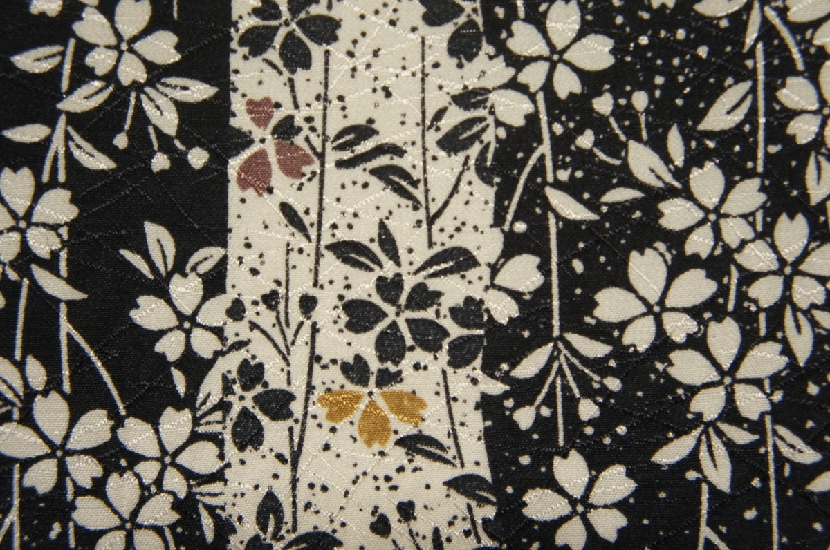 正絹黒色地縦縞しだれ桜模様袷小紋[K10943]_正絹黒色地縦縞しだれ桜模様袷小紋