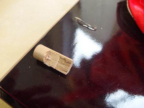 190308w【日本人形 女の子】市松人形/台付き/顔,手足陶器製/全長50cmほど/着物刺繍入/置物/中古品_画像9