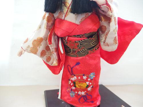 190308w【日本人形 女の子】市松人形/台付き/顔,手足陶器製/全長50cmほど/着物刺繍入/置物/中古品_画像6