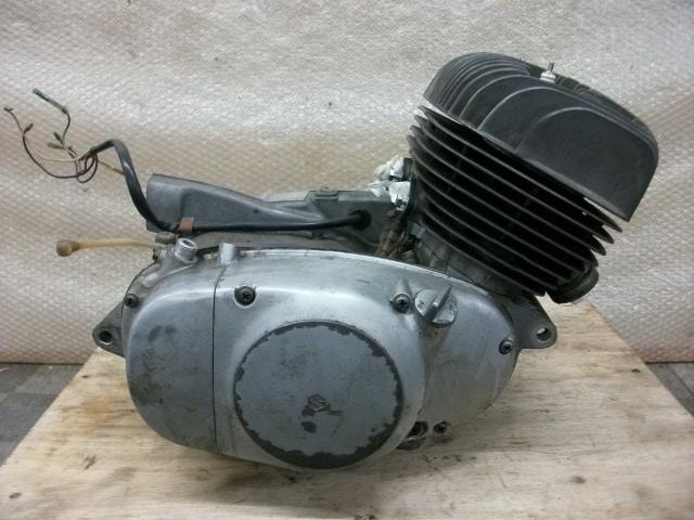 【BST】★スズキ T200 旧車 エンジン 実働 196cc_画像1