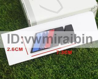 BMW ブラック エンブレム 黒 F01F06F10F11F12F20F22F30F31F32F34F36E84F25F15F16E90E91E92E93E87E60E61M3M5M6 X1X3X4 1個 中_画像1