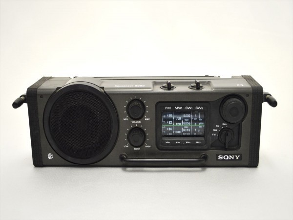 KM28●ジャンク品●SONY スカイセンサー6000 ICF-6000&ナショナル T-94 7TRANSISTOR 時計付 ラジオ 2点セット _画像2