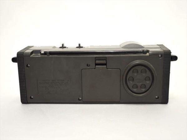 KM28●ジャンク品●SONY スカイセンサー6000 ICF-6000&ナショナル T-94 7TRANSISTOR 時計付 ラジオ 2点セット _画像3