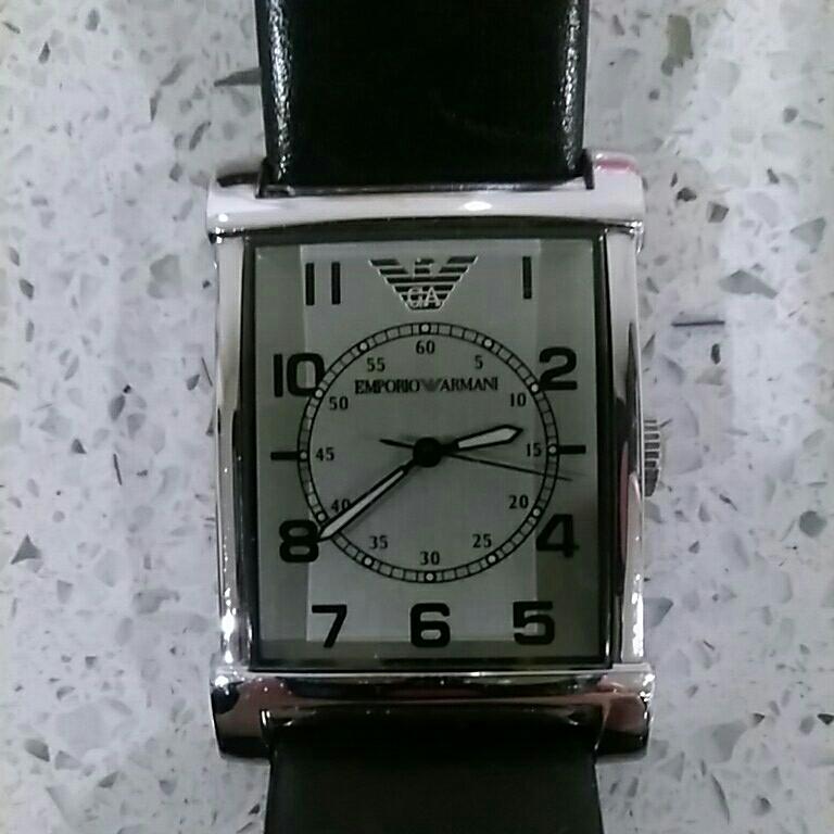 EMPORIO ARMANI アルマーニ メンズ 時計 スクエア 革ベルト黒色 電池交換必要 ベルト幅2cm 美品_画像1