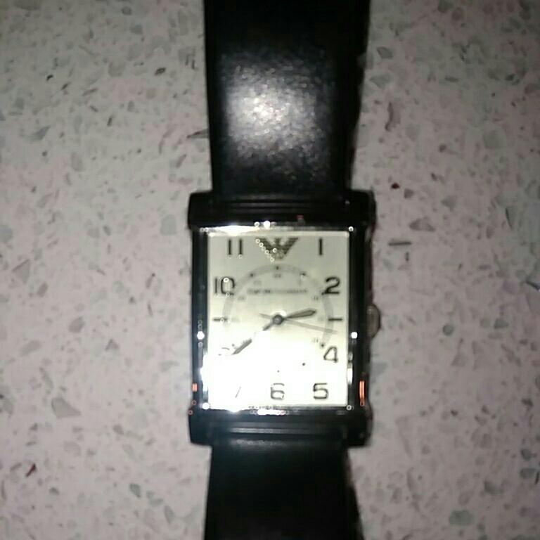 EMPORIO ARMANI アルマーニ メンズ 時計 スクエア 革ベルト黒色 電池交換必要 ベルト幅2cm 美品_画像4