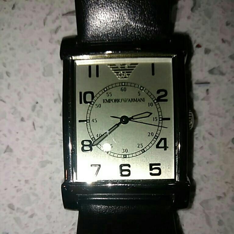 EMPORIO ARMANI アルマーニ メンズ 時計 スクエア 革ベルト黒色 電池交換必要 ベルト幅2cm 美品_画像5