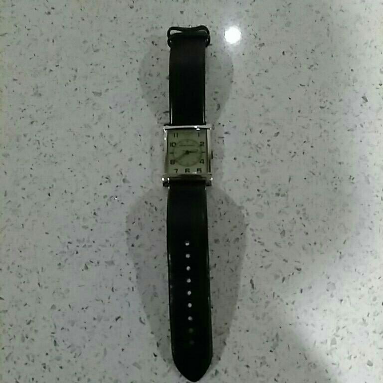 EMPORIO ARMANI アルマーニ メンズ 時計 スクエア 革ベルト黒色 電池交換必要 ベルト幅2cm 美品_画像2