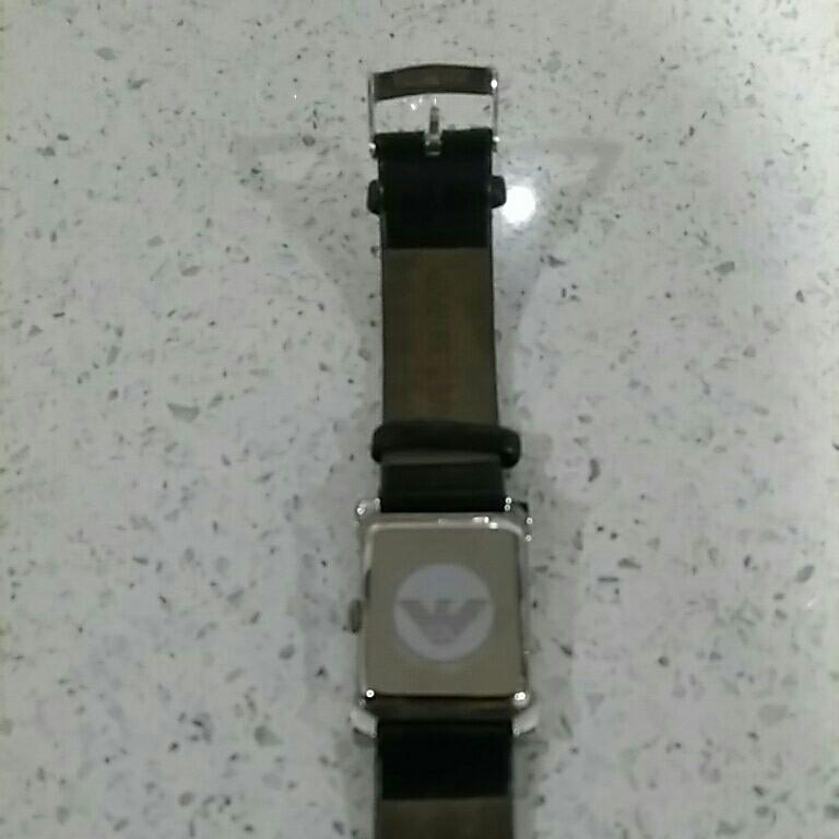 EMPORIO ARMANI アルマーニ メンズ 時計 スクエア 革ベルト黒色 電池交換必要 ベルト幅2cm 美品_画像6