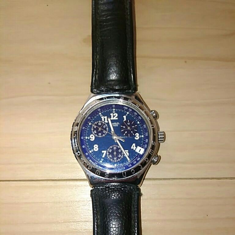 swatch スウォッチ 時計 フェイス深いブルー 縦4.5横3.8、ベルト幅1.9cm 電池交換必要 ベルト革めくれ_画像1