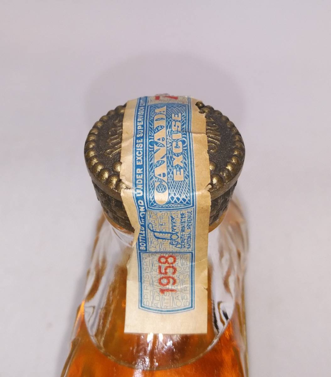 【全国送料無料】Crown Royal Fine De Luxe 1958 40度 1/10PINT=約47ml【クラウンローヤル クラウンロイヤル】