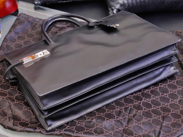 美品 グッチ GUCCI 幻 TOMFORD期 スクエアSVロック鍵付きマスターカーフレザー三層メンズ書類ビジネスバッグ 黒 ブラック 本物 正規_画像3