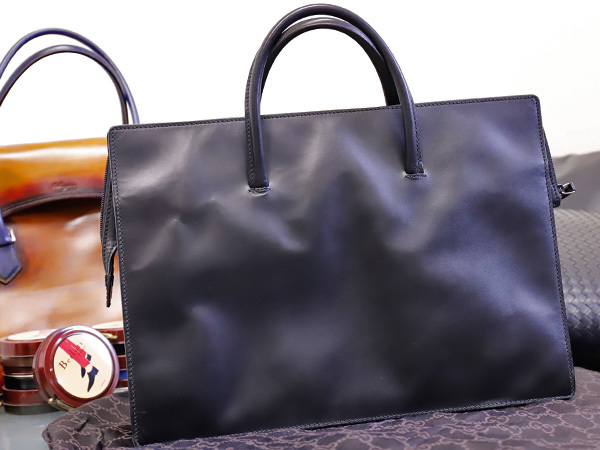 美品 グッチ GUCCI 幻 TOMFORD期 スクエアSVロック鍵付きマスターカーフレザー三層メンズ書類ビジネスバッグ 黒 ブラック 本物 正規_画像2