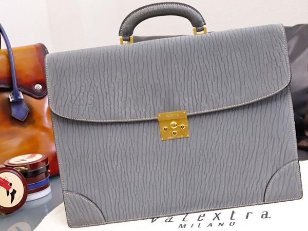 超美品 ヴァレクストラ 極希少シャーロック鍵付き総アザラシ革シールスキン三層メンズ書類ビジネスバッグ ブリーフケース 袋付 本物 正規_画像1