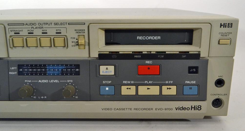 ys700 ジャンク SONY ソニー Hi8/8mmビデオデッキ 業務用 EVO-9700 コントローラー付属 ш_画像3