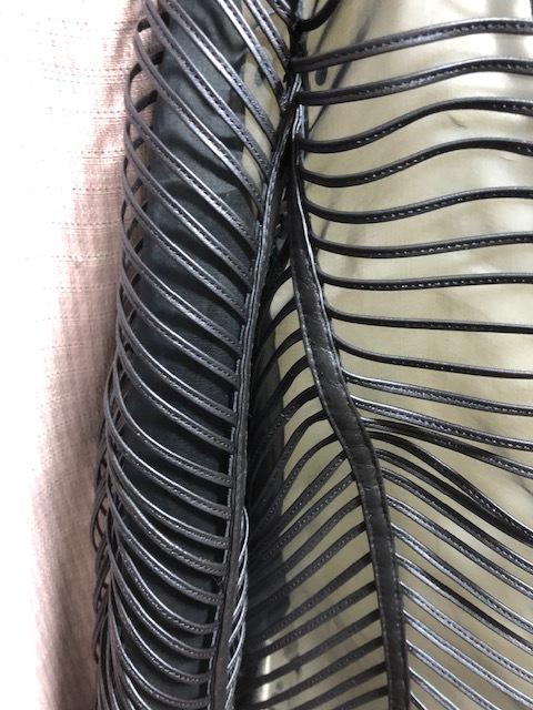 未使用!Fashion業界最高峰!最も権威GIORGIO ARMANI最高級オートクチュール上質レザー&オーガンジー素材ジャケット参考小売価格105万円!_袖部オーガンジー素材は濃いめブルー!