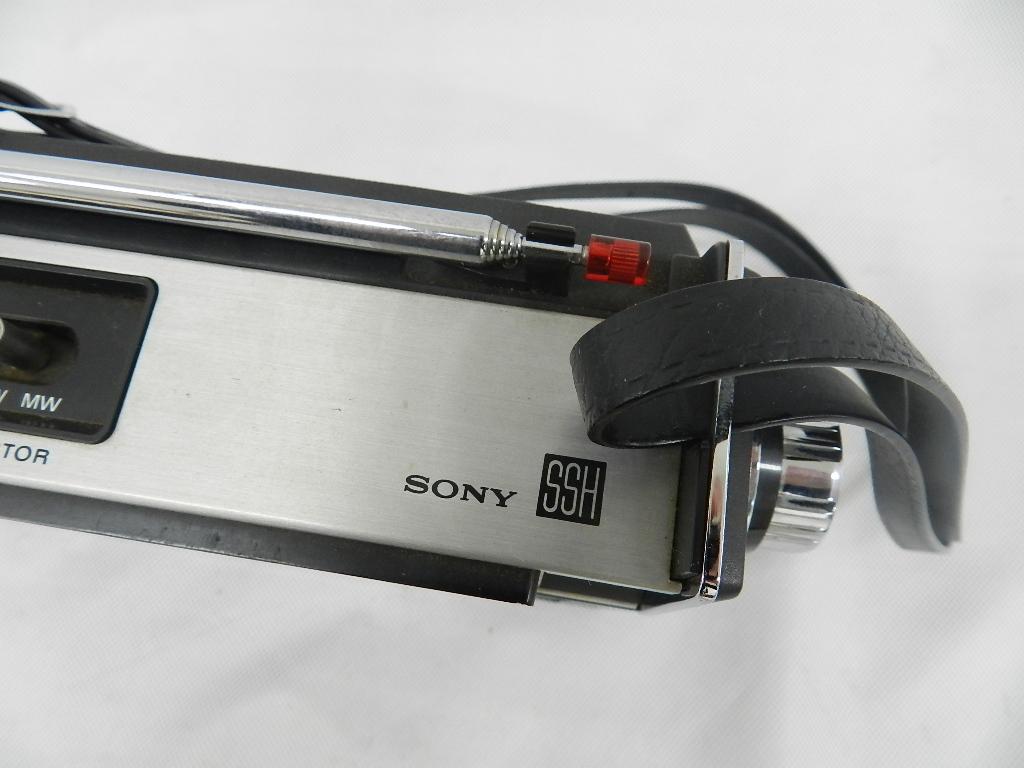 T08-0112 SONY ソニー ソリッドステート 3バンドラジオ THE11 ICF-1100 FM/MW/SW ジャンク品_画像4