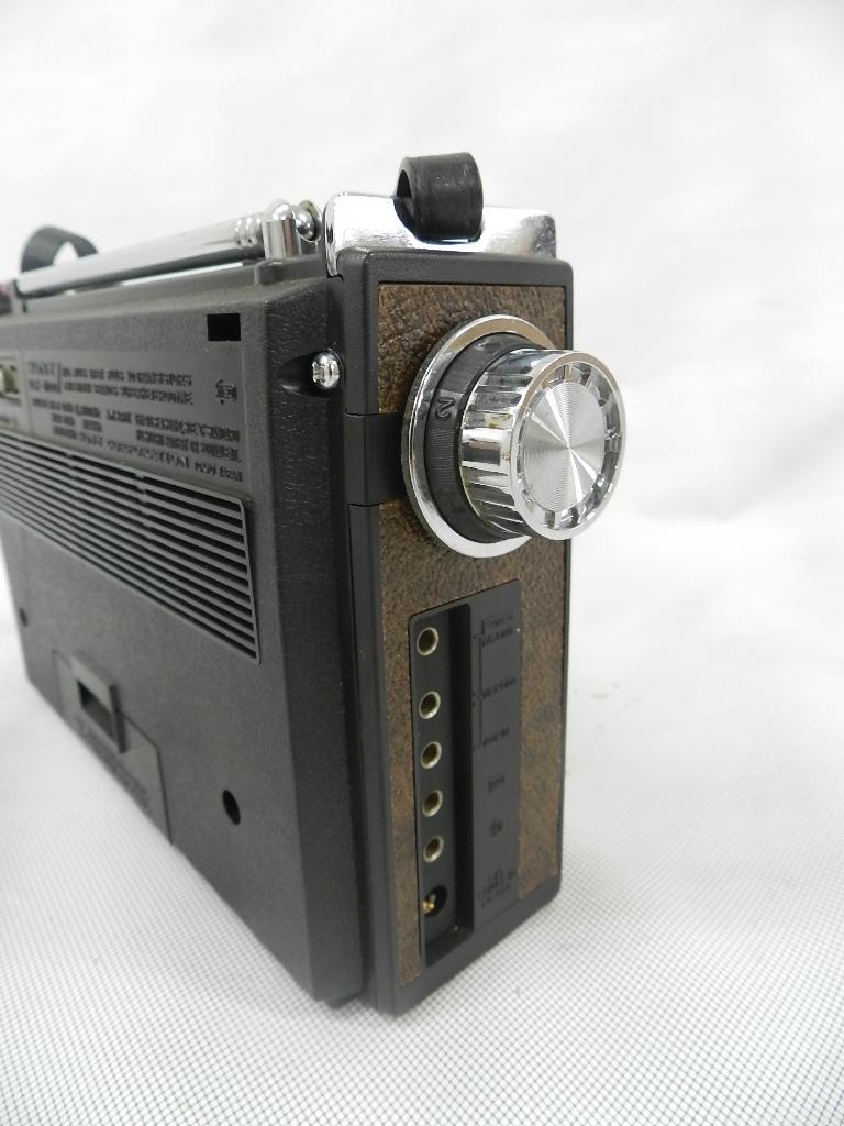T08-0112 SONY ソニー ソリッドステート 3バンドラジオ THE11 ICF-1100 FM/MW/SW ジャンク品_画像7