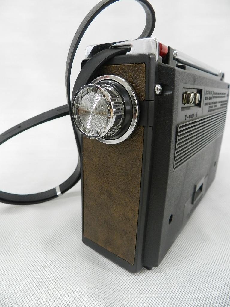 T08-0112 SONY ソニー ソリッドステート 3バンドラジオ THE11 ICF-1100 FM/MW/SW ジャンク品_画像8