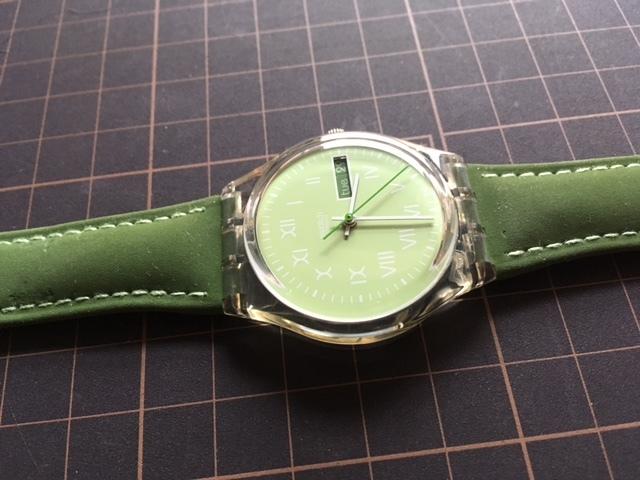 K128 良品 ケース付 稀少 レア ヴィンテージ swatch/スウォッチ SWISS MOOS GK724 AG1997 デイデイト クオーツ メンズ ボーイズ 腕時計_画像5