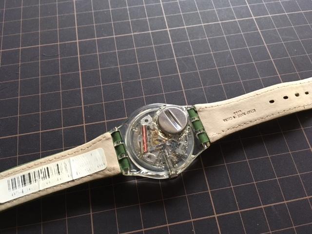 K128 良品 ケース付 稀少 レア ヴィンテージ swatch/スウォッチ SWISS MOOS GK724 AG1997 デイデイト クオーツ メンズ ボーイズ 腕時計_画像6