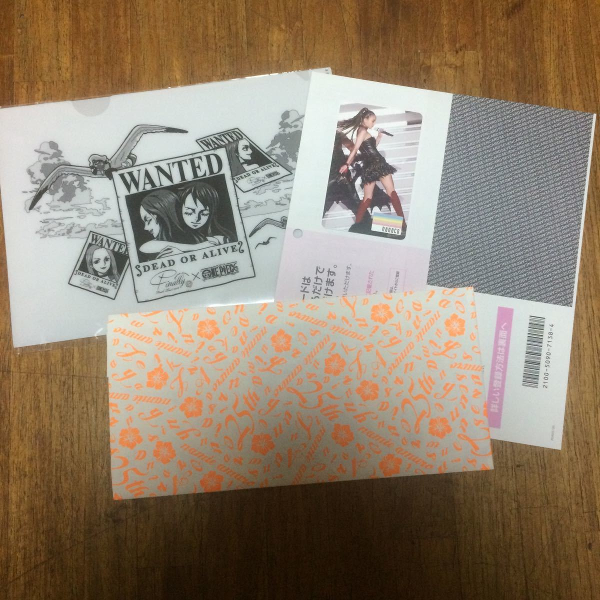 安室奈美恵 nanacoカード&ONE PIECE ミニファイル