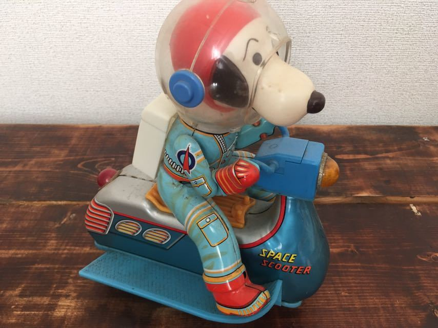 Vintage-60S-70S-Snoopy-Space-Scooter-Astro-Notes-Flying-Ace-Peanuts-edition thumbnail 5
