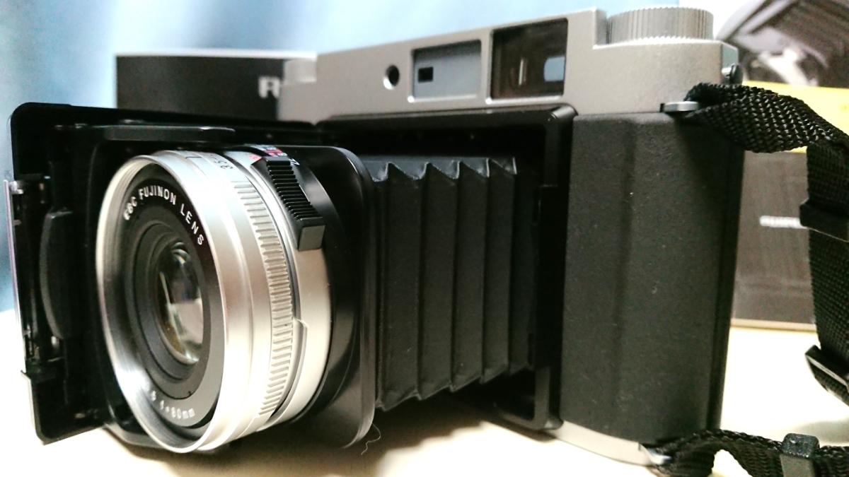 美品 FUJIFILM GF670 professional 6×6/6×7 80mm レンズ搭載 専用レンズフード カタログ 保証書 外箱付き ジャバラ折りたたみ式 絶版_画像3