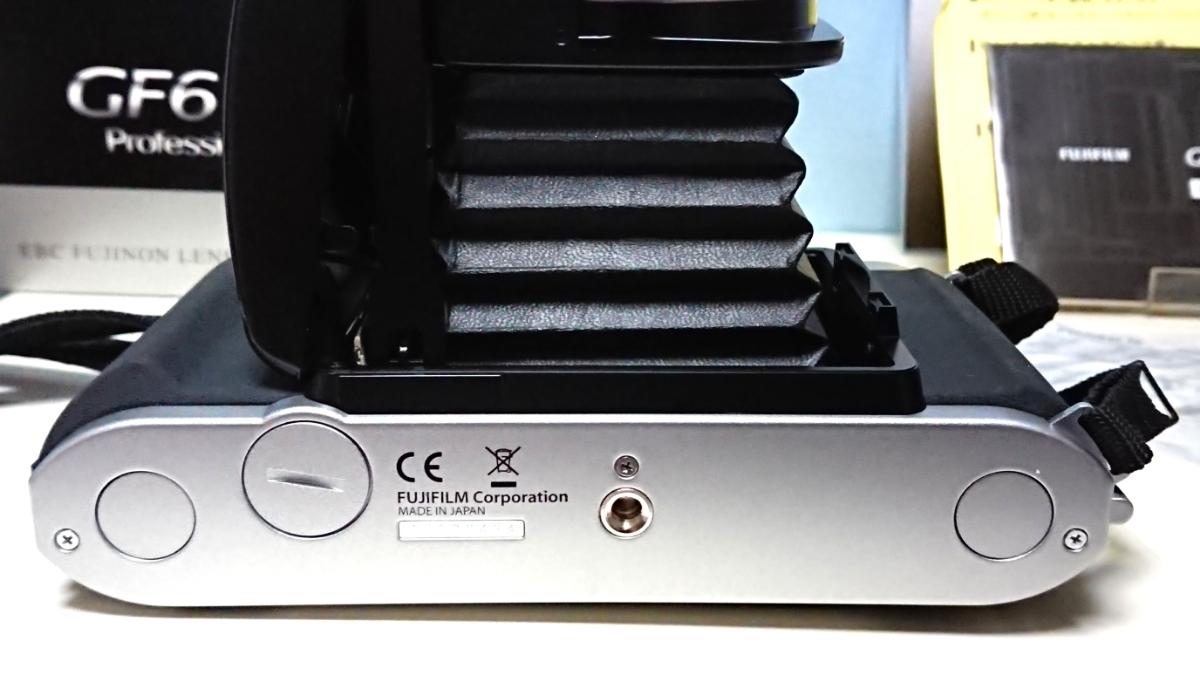 美品 FUJIFILM GF670 professional 6×6/6×7 80mm レンズ搭載 専用レンズフード カタログ 保証書 外箱付き ジャバラ折りたたみ式 絶版_画像6