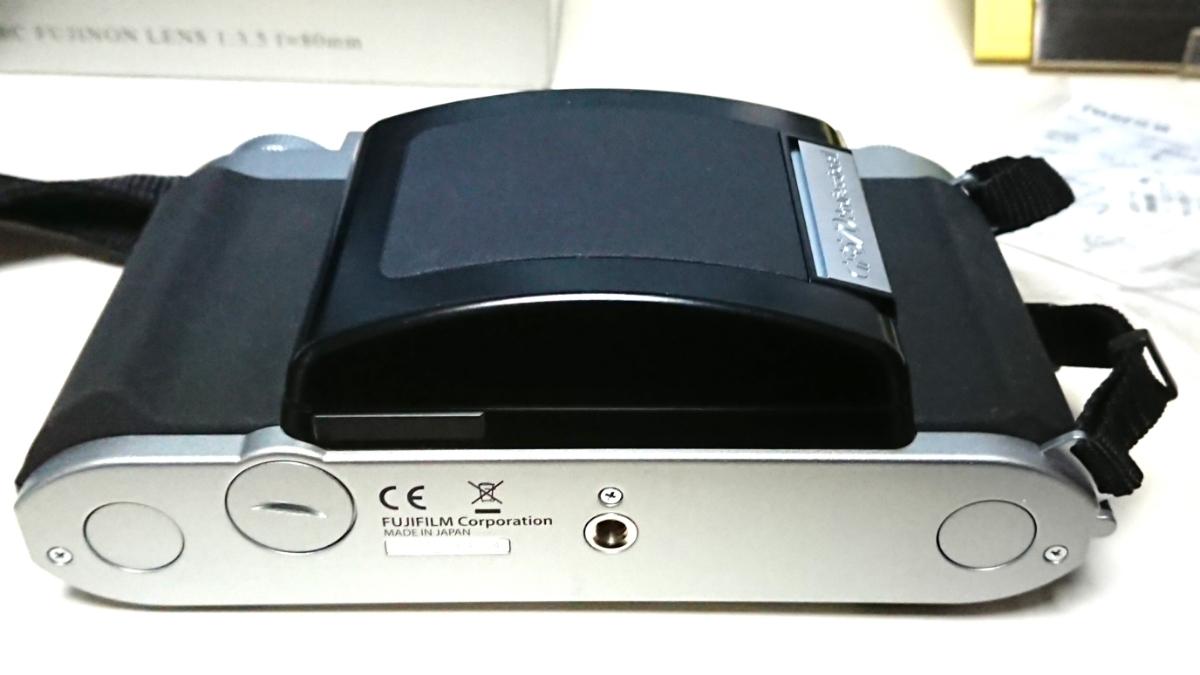 美品 FUJIFILM GF670 professional 6×6/6×7 80mm レンズ搭載 専用レンズフード カタログ 保証書 外箱付き ジャバラ折りたたみ式 絶版_画像7