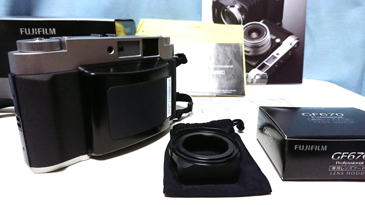 美品 FUJIFILM GF670 professional 6×6/6×7 80mm レンズ搭載 専用レンズフード カタログ 保証書 外箱付き ジャバラ折りたたみ式 絶版_画像10
